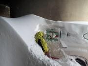ماندگان در برف پیاده به رشت میروند | مجموعه فیلم و عکس