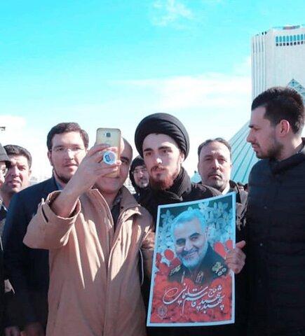 سيد احمد خميني در راهپيمايي ٢٢ بهمن