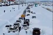 فیلم | مسافران گیلان اینگونه در برف ماندهاند