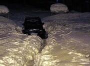 تصاویر | خودروهای مدفون و گرفتار در برف گیلان