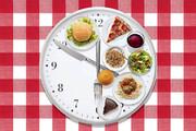 بعد از ساعت ۱۶ این خوراکیها را نخورید؛ چربی شکمی پیدا میکنید