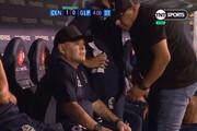 فیلم | اقدام مشکوک مارادونا روی نیمکت  | مصرف مواد مخدر در جریان بازی؟