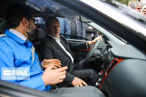 رونمایی از چهار خودرو توسط روحانی