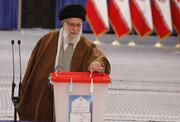 متفاوتترین عکس از لحظه رای دادن مقام معظم رهبری | نمایی از عکاسان پرشمار