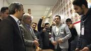 فیلم | مبارزه احمدینژاد با کرونا در شعبه اخذ رای | ساخت ماسک در ۴۰ ثانیه پای صندوق رای
