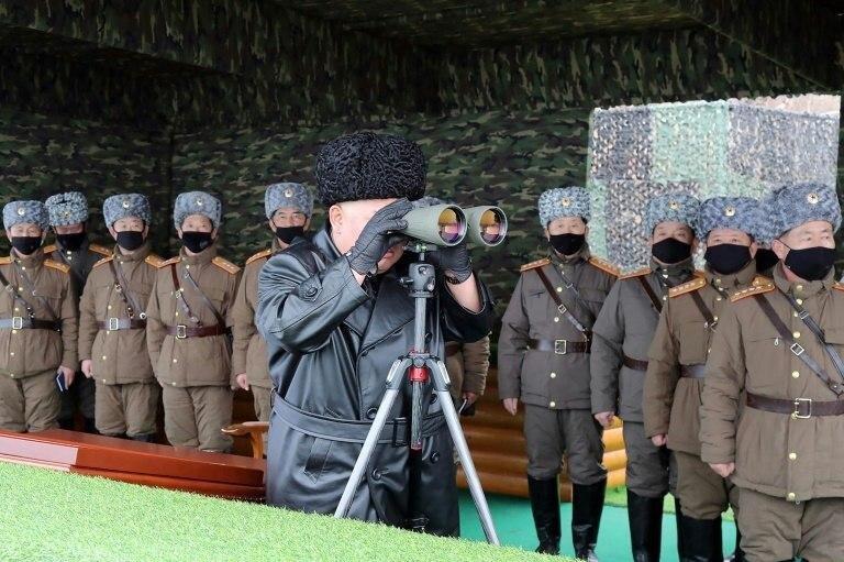 نظامیان کره شمالی با ماسک