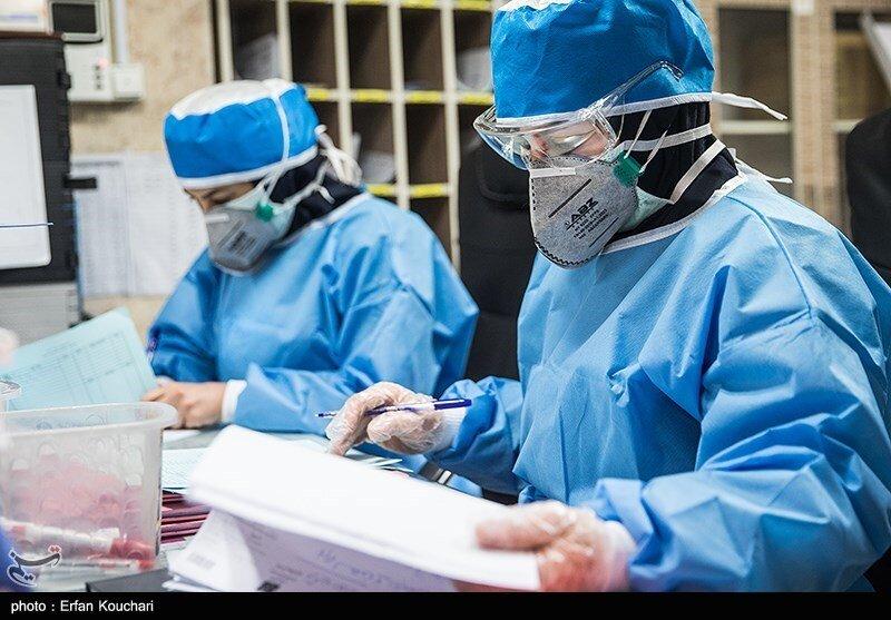 پرستاران مشغول به خدمت در بخش بیماران کرونایی یکی از بیمارستانهای تهران