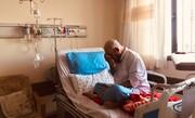 عکس | نماز نشسته عضو مجلس خبرگان در بستر بیماری کرونا