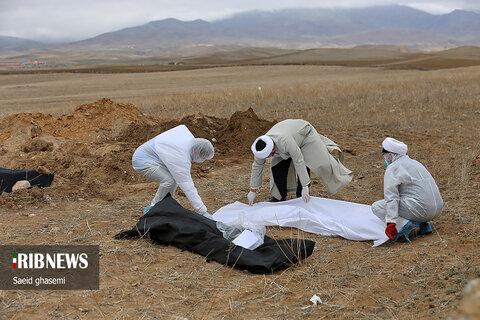 تصاویری متفاوت از ضدعفونی و تدفين بيماران مبتلا به کرونا