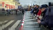 فیلم | سهمیهبندی کالاهای ضروری در برخی فروشگاههای بریتانیا