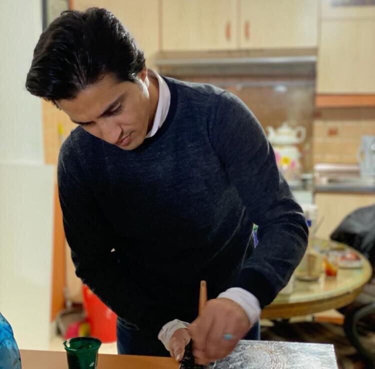 عظیم فلح هنرمندخوشنویس و نقاشیخط منطقه 15
