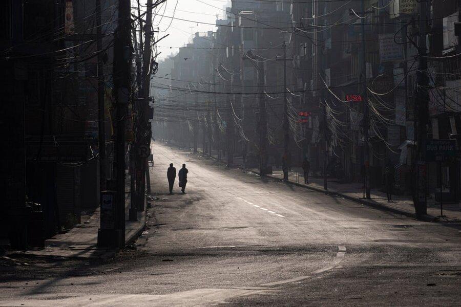 کاتماندو/ نپال. قدم زدن در خیابانهای خلوت در خلال قرنطینه اجباری کشور