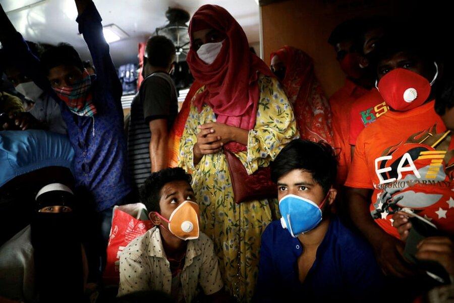 داکا/ بنگلادش. ازدحام مردم در انتظار سوار شدن به قطار