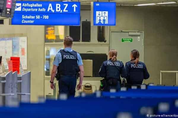 آلمان پناهنده پلیس
