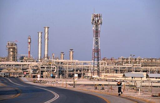 عربستان صادرات نفتش را تا ۱۰.۶ میلیون بشکه بالا میبرد| قیمت نفت سقوط کرد