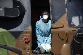 عکس روز| انتقال بیمار کرونا با بالگرد نظامی