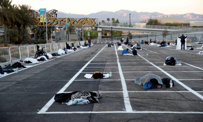 پناه دادن بیخانمانهای لاس وگاس در پارکینگ