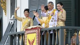 عکس |پادشاه تایلند همراه ۲۰ زن در هتلی لوکس قرنطینه شد