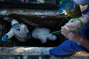شیخی که قربانیان کرونا را بدرقه میکند | نحوه تدفین کروناییها