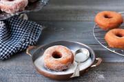 طرز تهیه دونات ساده | نکات پخت دونات شکلاتی و شکری در خانه