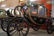 کالسکه ناصرالدین شاه و خودرو آب طلا پشت درهای بسته!