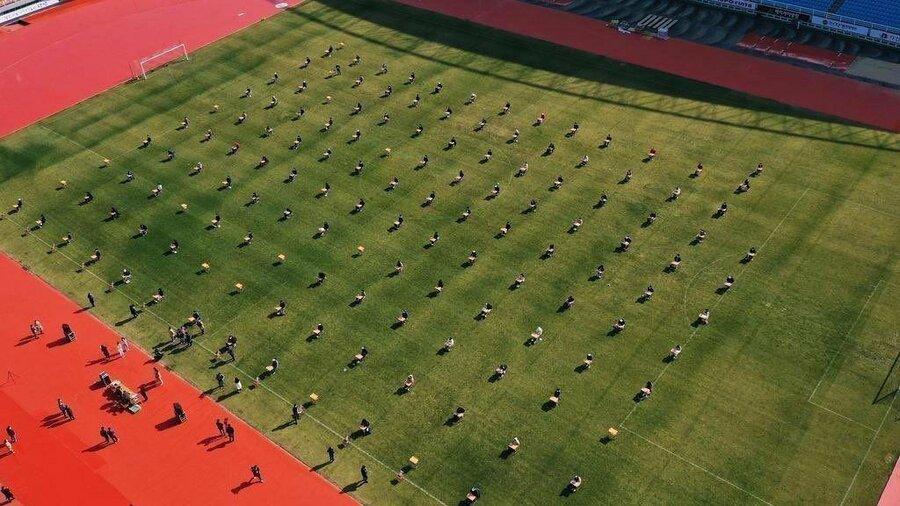 برگزاری امتحان درسی در زمین فوتبال