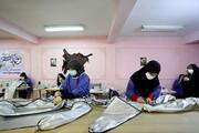 تصویر | کارگاه تولید لباس محافظ پزشکی در همدان