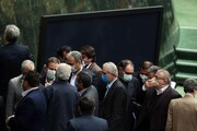 تصاویر | نمایندگانی که فاصله کرونایی را با وزیر جدید دولت رعایت نکردند | شمارش سنتی آرا در روزهای کرونایی