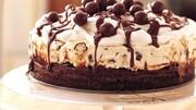 طرز تهیه کیک بستنی گردویی | دسری پرطرفدار برای عاشقان بستنی