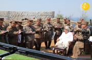 لباس عجیب رهبر کره شمالی در رزمایش نظامی