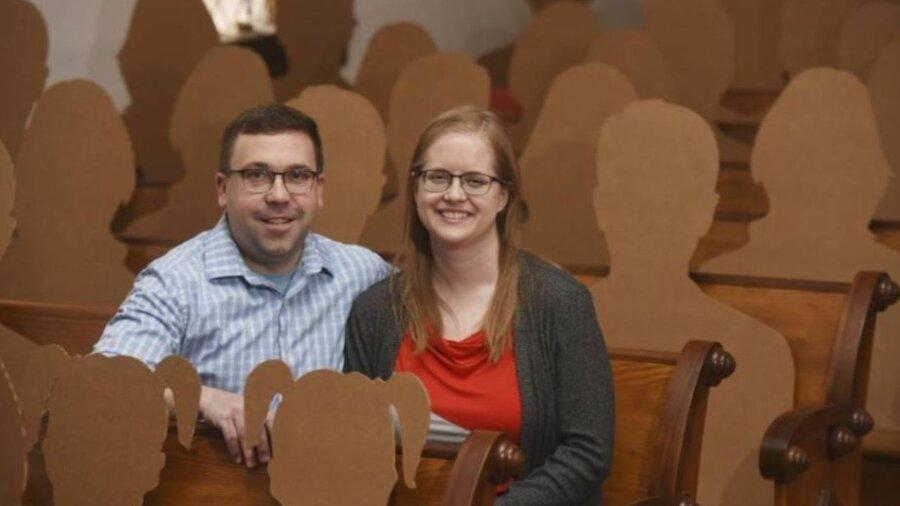 ازدواج کرونایی در حضور ماکتهای مقوایی