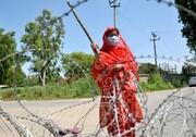 تصاویر | قرنطینه به سبک زنان چوب به دست | غریبهها در این روستا جایی ندارند