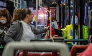 عکس روز | توزیع ماسک در اتوبوس