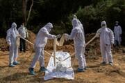 عکس | هندیها با این روش مردگان کرونایی را دفن میکنند