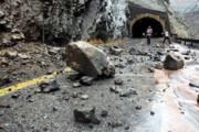 مسیر ارتباطی ۲ روستای شاهیندژ بر اثر ریزش کوهمسدود شد