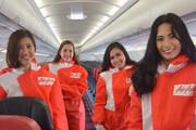 عکس   پوشش عجیب مهمانداران هواپیما در شرایط کرونایی