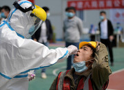 چین همه ساکنان شهر ۱۴ میلیونی ووهان را برای کرونا آزمایش میکند