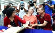 دیدار مرد چینی با پدر و مادر پس از ۳۲ سال دوری