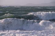 دریای مازندران در تعطیلات عیدفطر توفانی است   ارتفاع امواج به چهار متر خواهد رسید