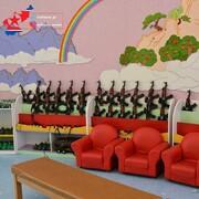 تصویری عجیب از یک مهدکودک در کره شمالی | بازی با کلاشینکف