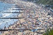 عکس روز | هجوم به ساحل پس از قرنطینه