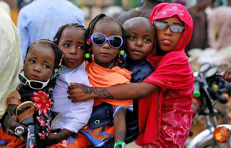 كودكان نيجريهاي در مراسم نماز عيد فطر