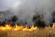 مهار آتش در مراتع بهاباد | احتمال بالای بروز آتشسوزی مجدد
