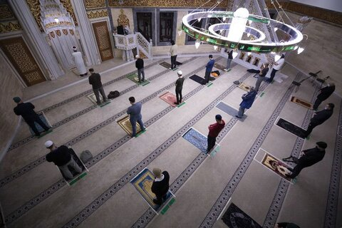 نماز جماعت در مسجدي در برلين