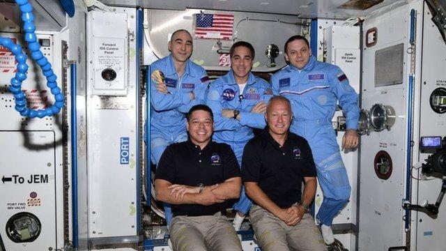 ورود فضانوردان به ایستگاه فضایی