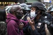 عکس روز | پلیس و معترض در نیویورک