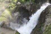 نجات کودک ۱۰ ساله از مرگ حتمی در آبشار شلماش