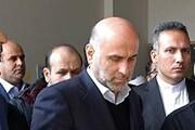 فیلم | اکبر طبری با لباس زندان در دادگاه