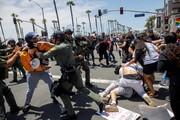 عکس روز| درگیری با پلیس