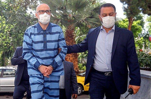 حاشیههای دادگاه اکبر طبری | آیا مجازات طبری کمتر از اعدام است؟ - همشهری  آنلاین
